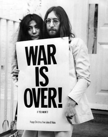 John Lennon Sang Pemimpi Kedamaian